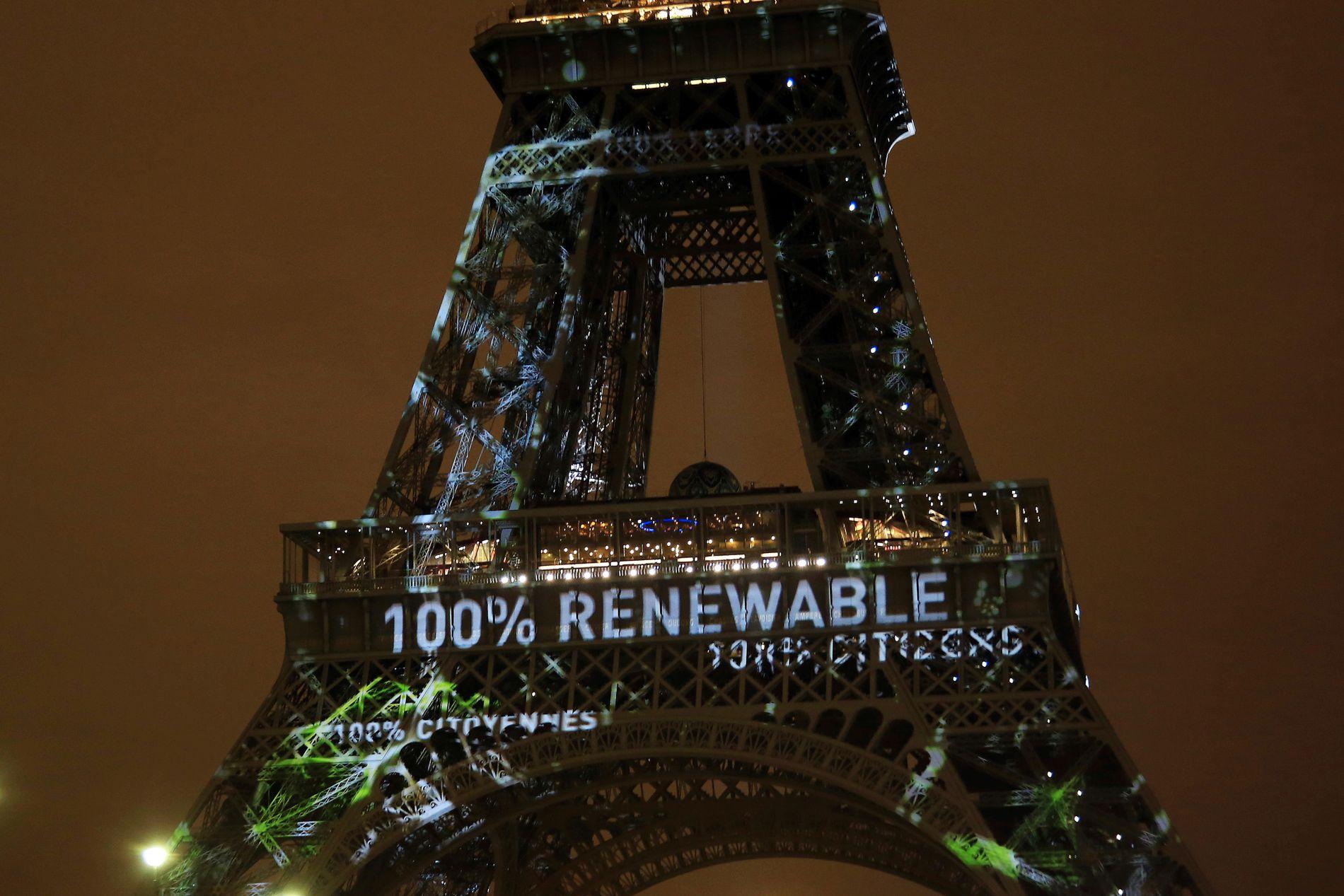 PARIS IKKE NOK: Eiffeltårnet med budskap om 100 prosent fornybar under klimatoppmøtet i 2015. Tiltakene som ble lovet er ikke nok til å begrense temperaturstigningen.