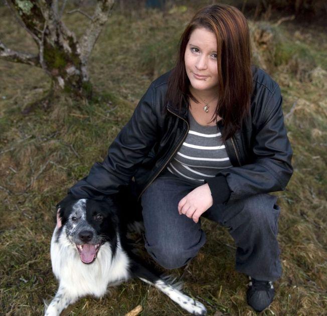STO FREM: Mobbeofferet Tine-Mari Lyngbø Mjåtveit sto frem med sin historie i VG i 2011. Nå blir den sterke historien bok. Her er hun sammen med hunden Rocko.