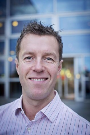 HÅPER PÅ ENIGHET: Informasjonssjef Lasse Sandaker-Nielsen i Norwegian Air Shuttle.