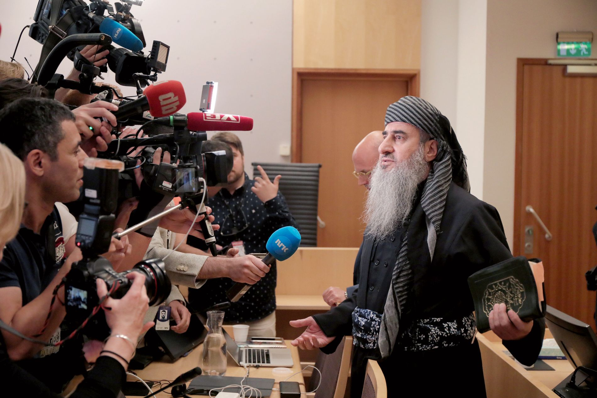 KAOS: Det var kaos i Oslo tingrett onsdag, da mulla Krekar møtte til fengslingsmøte.