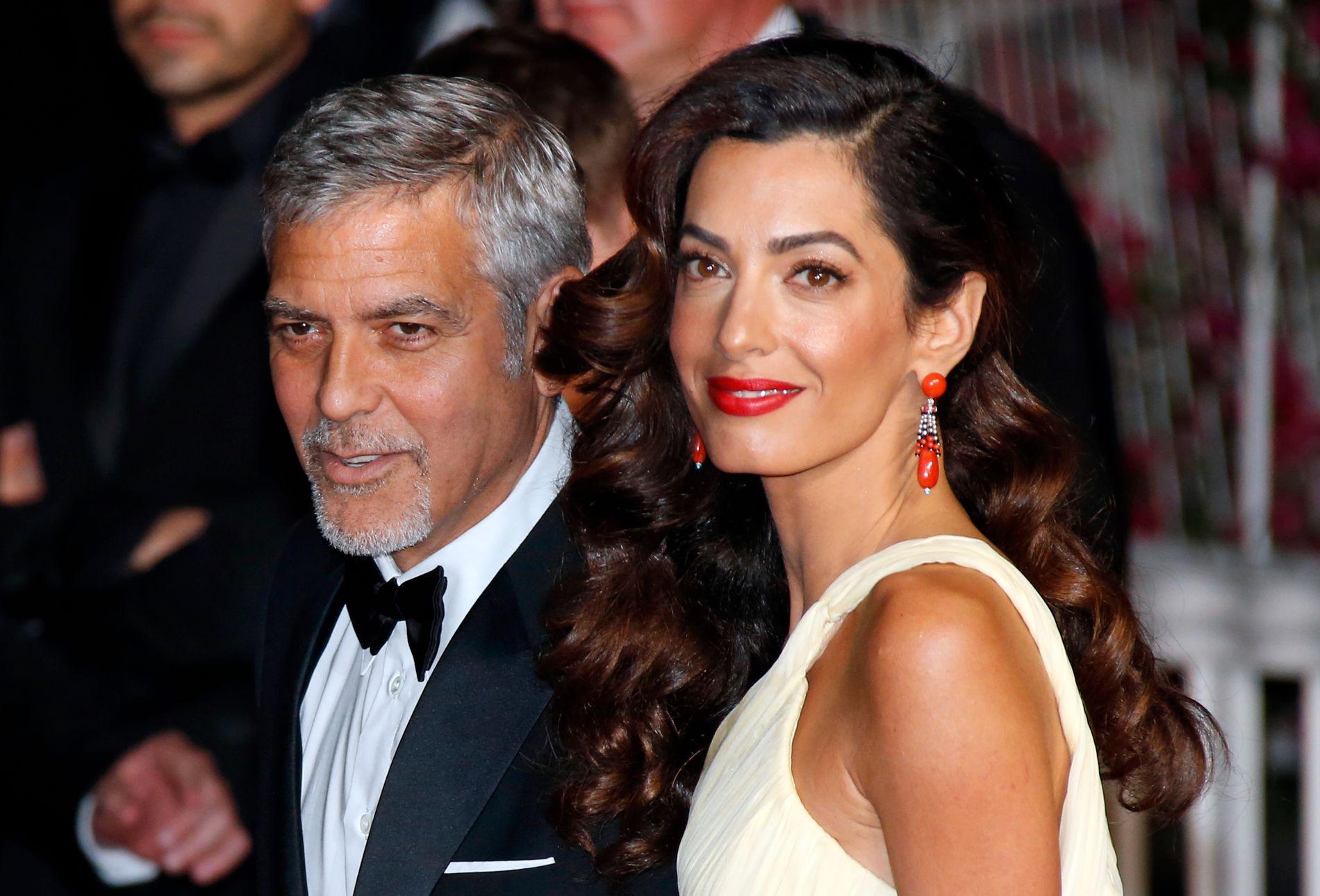 KLAR TALE: George Clooney, her sammen med kona Amal Clooney, skriver i et debattinnlegg at folk ikke bør legge igjen penger på ni luksushoteller i USA, Storbritannia, Italia og Frankrike.