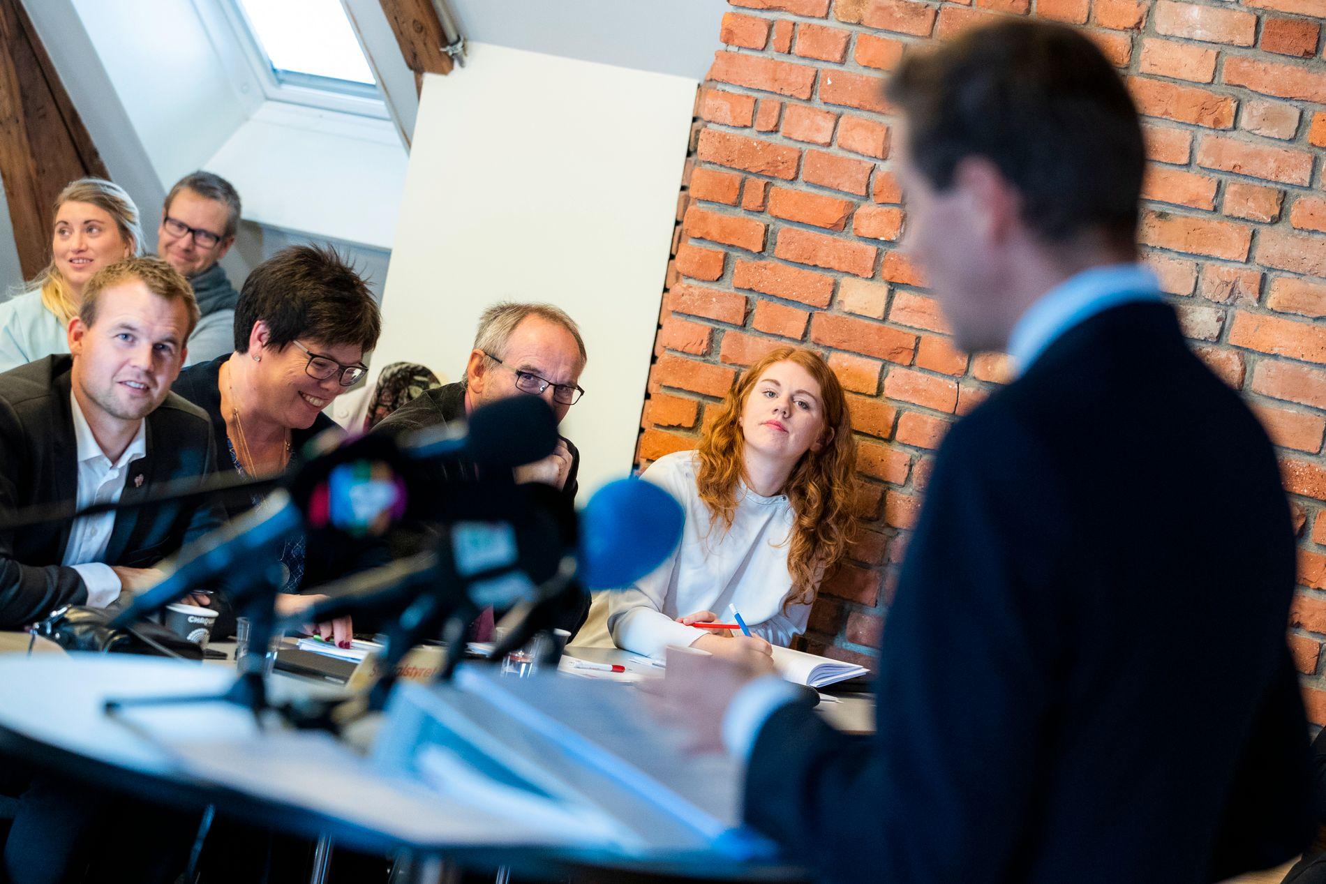 KRITISK: Tove Welle Haugland (midt i bildet), her under landsstyremøtet der Knut Arild Hareide rådet partiet til å felle dagens regjering og innsette en Ap/Sp/KrF-regjering ledet av Ap-leder Jonas Gahr Støre.