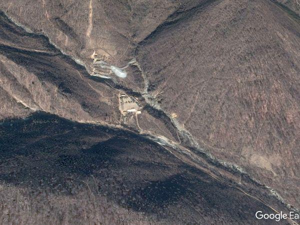 STENGES: Bildet skal vise Nord-Koreas teststed for atomvåpen i en dal nordvest for Punggye-ri.