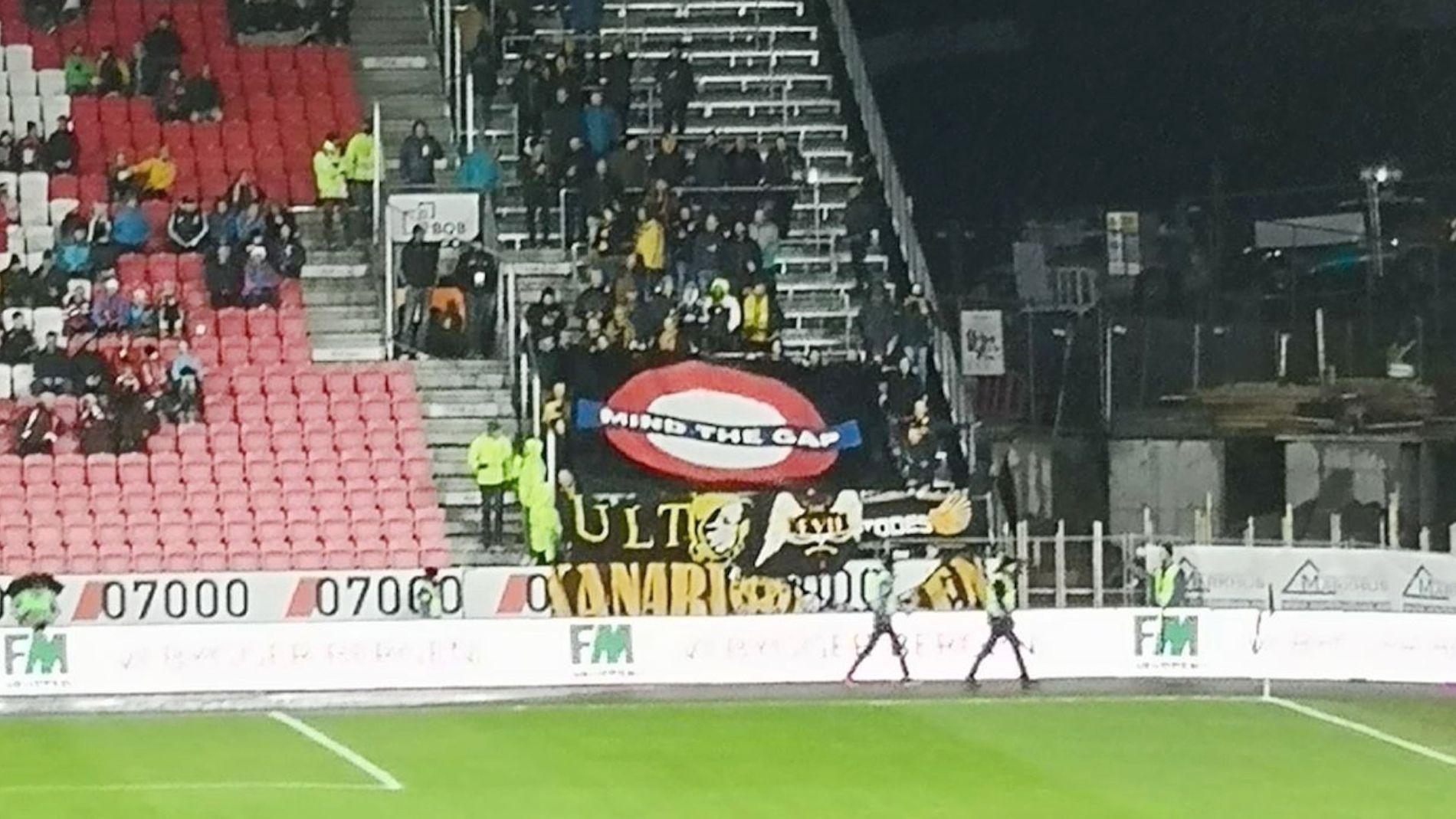 VEKKER AVSKY: Det er dette banneret – som Lillestrøm-supporterne holdt opp i annenomgang i kampen mot Brann – som får Fotball-Norge til å reagere sterkt.