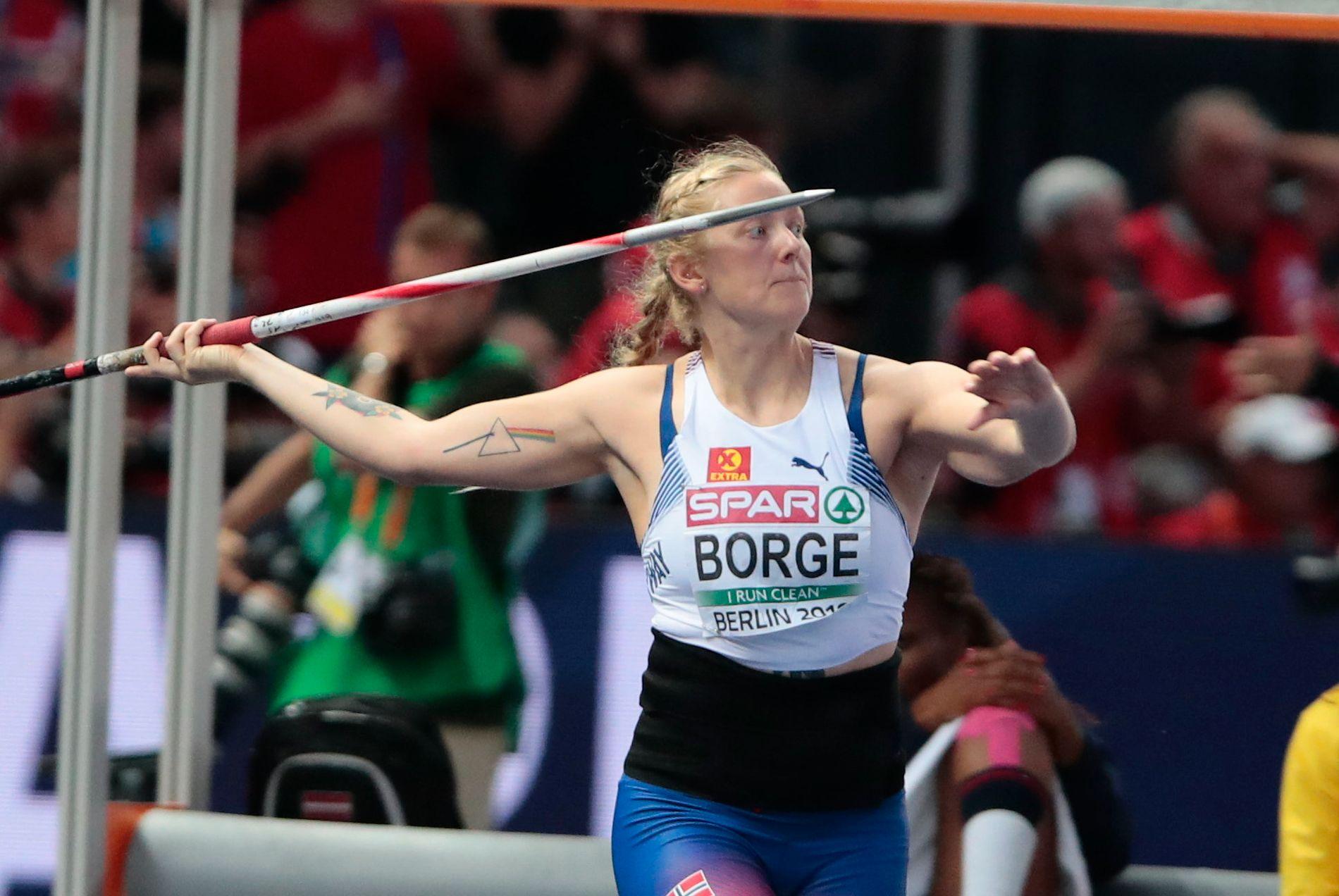 HEFTIG KAST-ARM: Sigrid Borge (22) er klar for Diamond League-finalen i spyd. Bildet er fra friidretts-EM for tre uker siden, der hun endte på 8. plass – med motivet fra Pink Floyds «The Dark Side of The Moon» tatovert på høyre overarm.