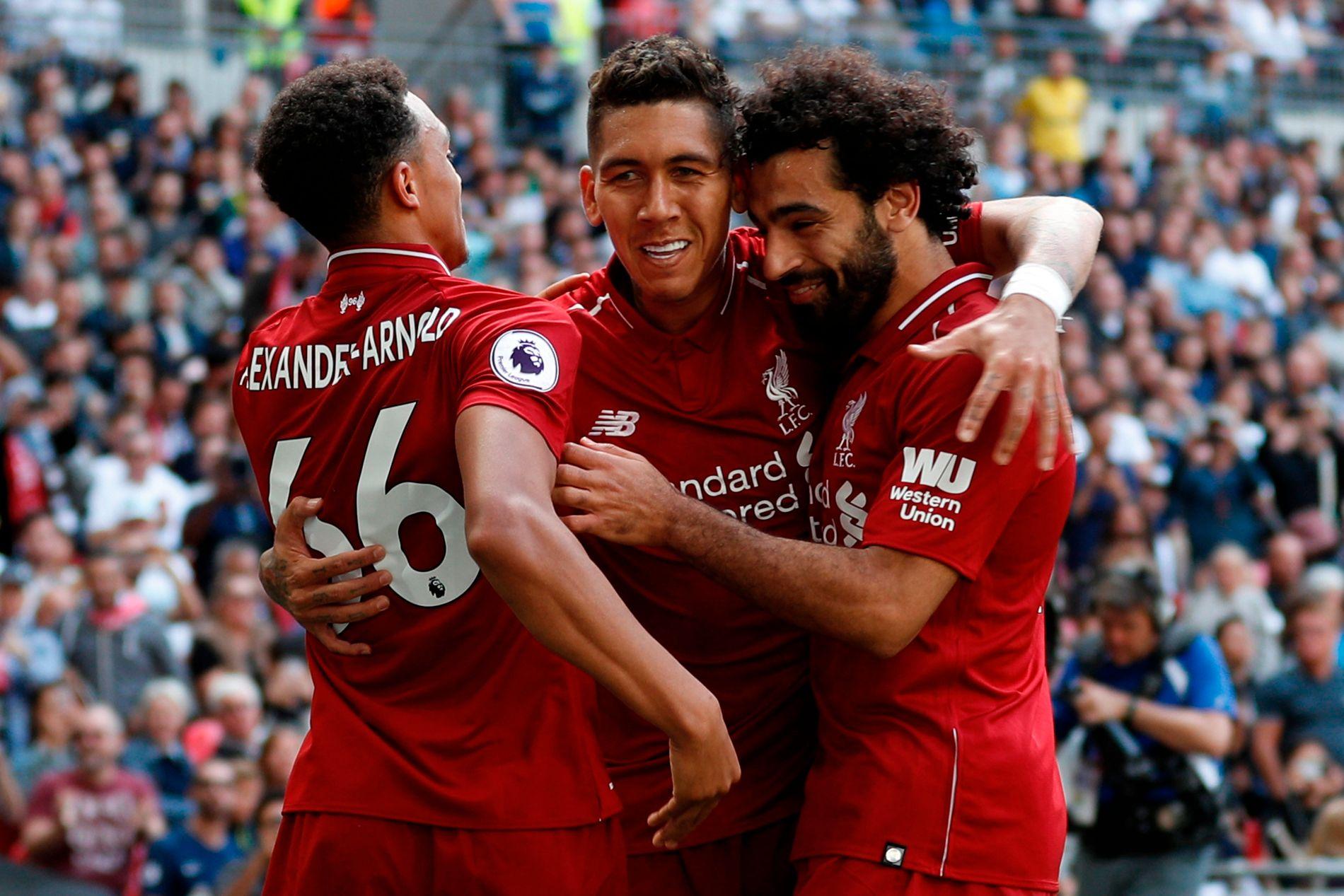 FULL POTT: Liverpool slo Tottenham 2–1 i helgen og har åpnet strøkent. Her feirer Trent Alexander-Arnold, Roberto Firmino og Mohamed Salah mål på Wembley.