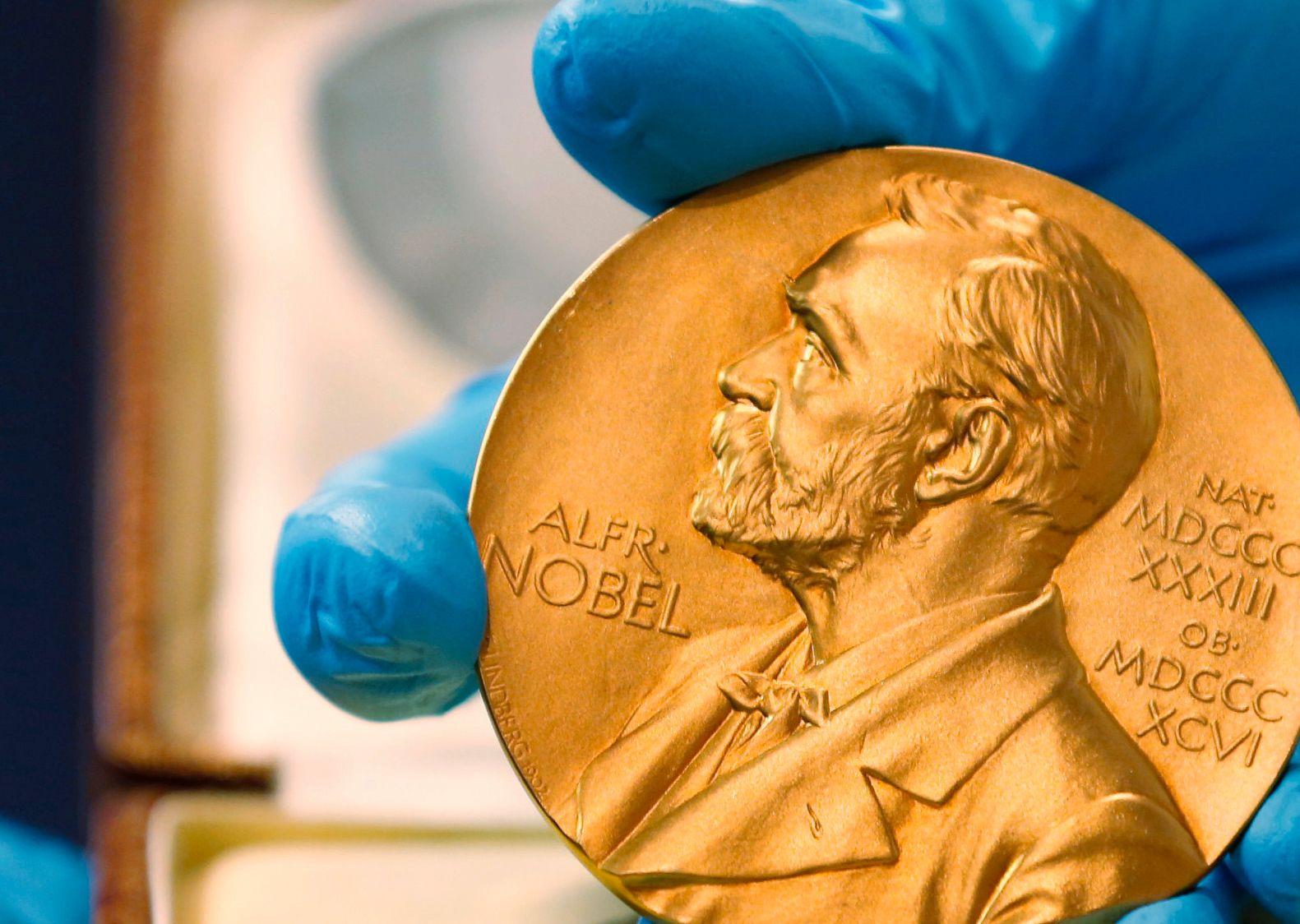 SPEKULASJONER: Hvem blir den lykkelige eier av årets Nobels fredspris-medalje i 175 gram 18 karat, sertifisert gull?