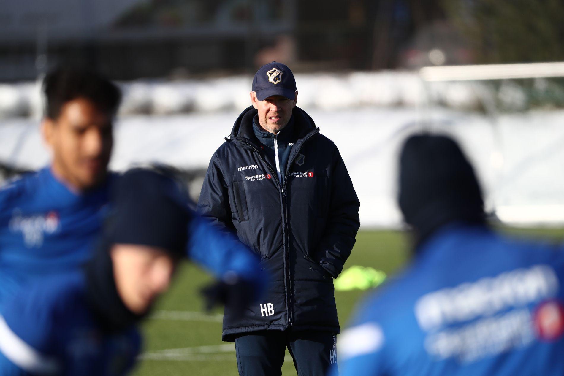 PÅ JOBB: Henning Berg ledet onsdagens Stabæk-trening.
