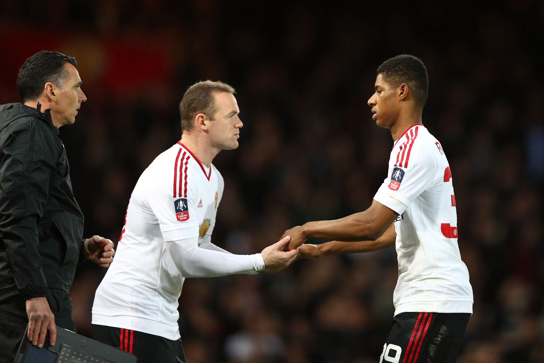 GAMLE LAGKAMERATER: Her kommer Wayne Rooney inn for Marcus Rashford under en FA-cupkamp mot West Ham i april 2017.