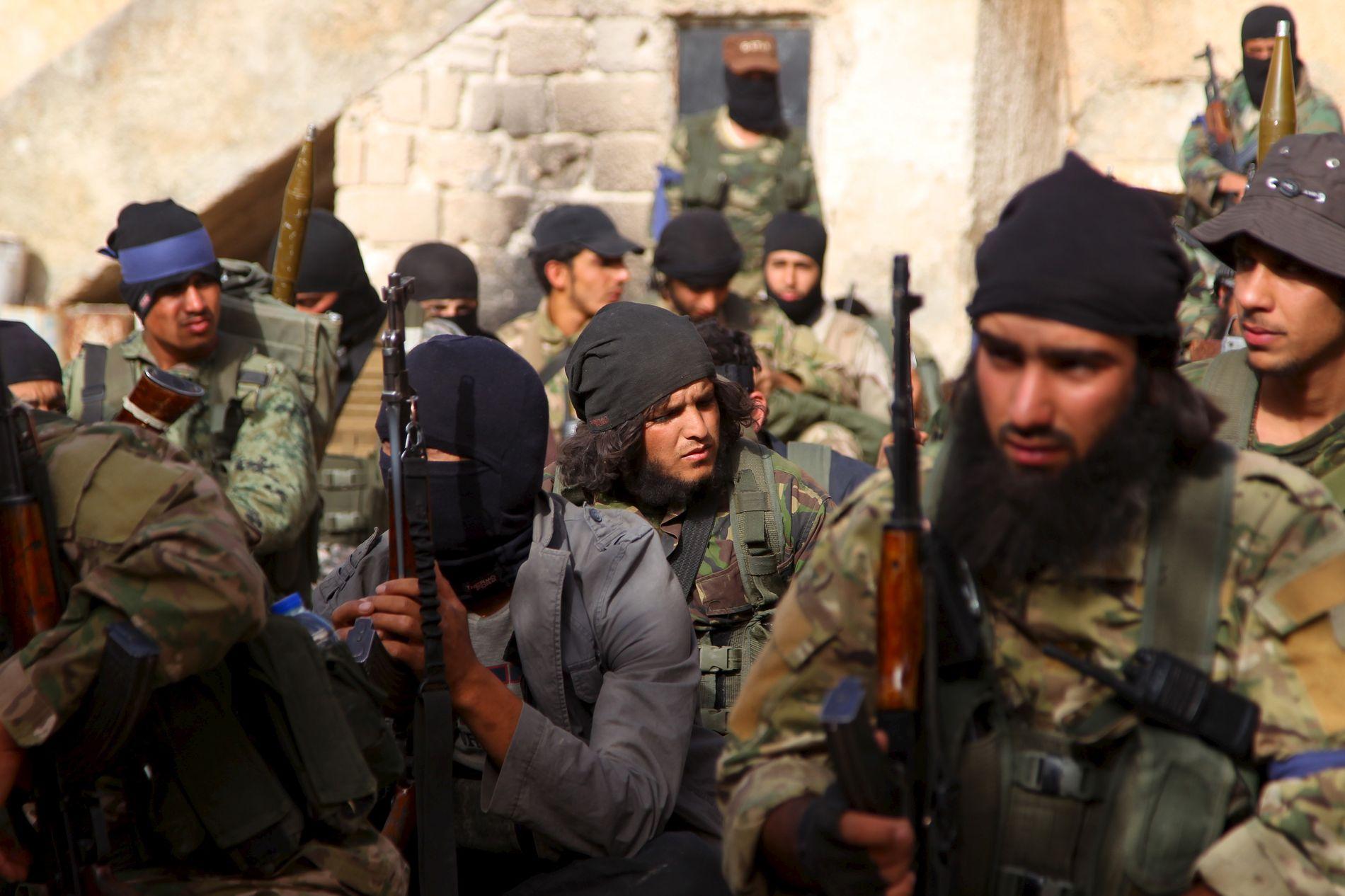 FRYKTEDE KRIGERE: I mai 2015 tok krigere fra al-Qaidas Nusra-front byen Ariha i Idlib. Nå har militsen tatt navnet Tahrir al-Sham, og hevder å ha brutt med al-Qaida.