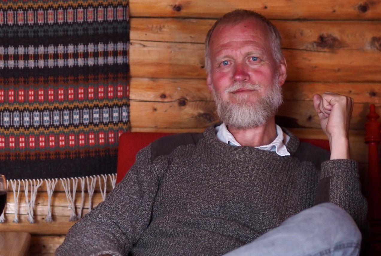 DØDE UVENTET: Forfatter Pål Norheim, Bildet er tatt på hytta i Mo i Rana hvor han døde.