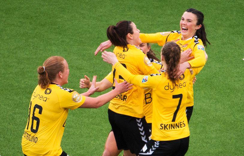 FEM PÅ RAD: LSK Kvinner er seriemester – i år igjen. Dette bildet er fra en tidligere kamp mot Vålerenga.