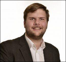 ANBEFALER NEI: Egil Steinsland i Norges Bilbransjeforbund (NBF)anbefaler verkstedene til å si nei til å sette inn deler kundene har kjøpt billig andre steder. Foto: NBF