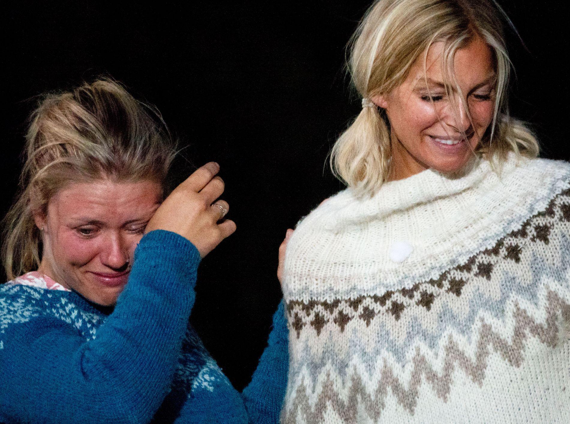 BRAST I GRÅT: Tiril var full av følelser etter å ha slått venninnen Kathrine Sørland i søndagens «Farmen kjendis»-finale. – Jeg hadde så vondt av henne. Det er stor forskjell i å bli nummer én og to, sier vinneren.