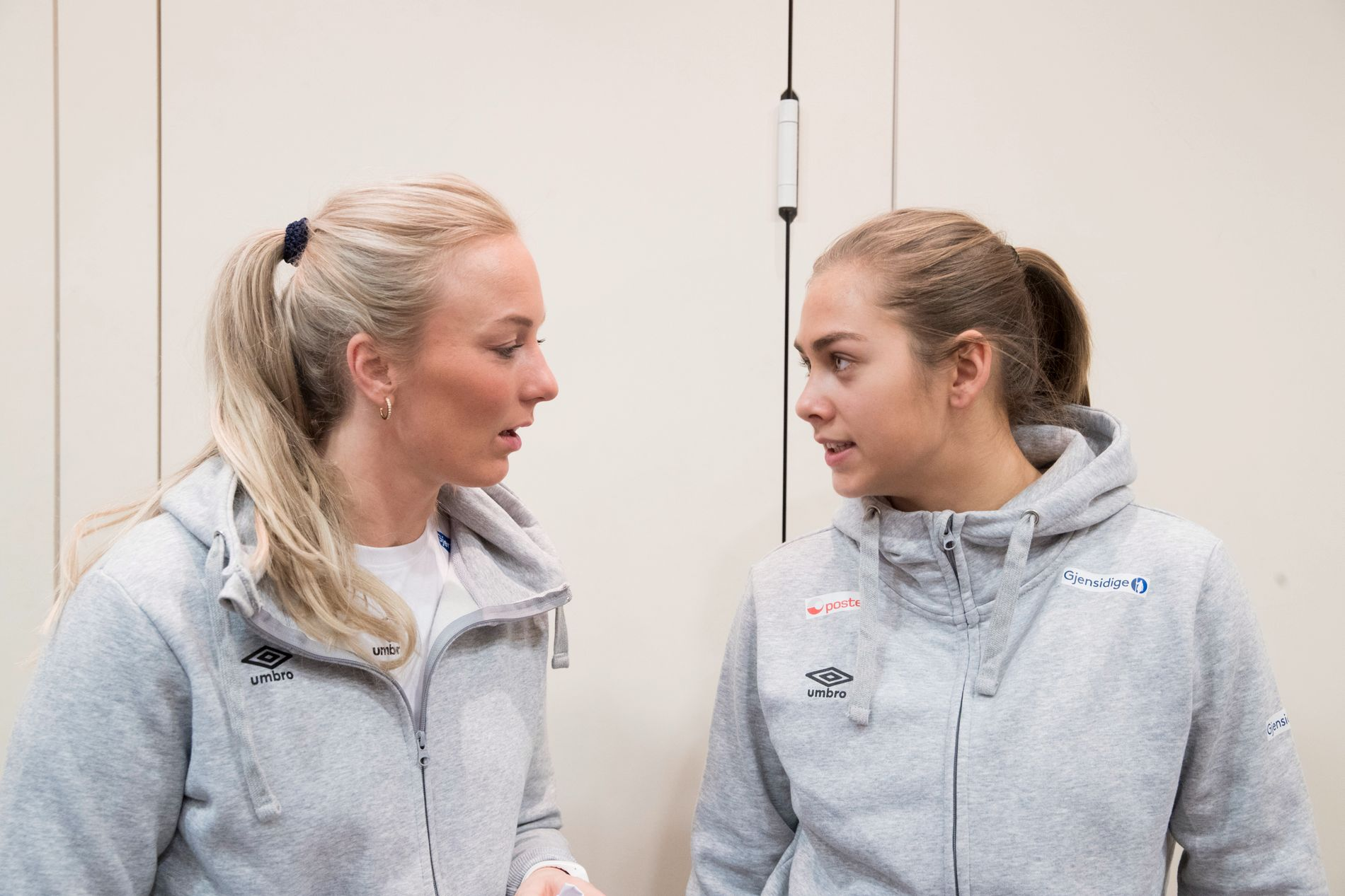 GOD START: Både Emilie Christensen (til venstre) og Helene Fauske fikk sine mesterskapsdebuter i Norges storseier mot Argentina.