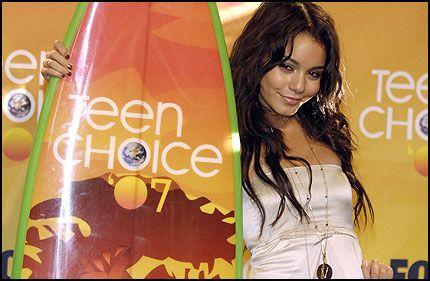 POPULÆR: Vanessa Hudgens (18) - her under Teen Choice Awards nylig - hvor hun vant pris for beste nykommer. Foto: AP