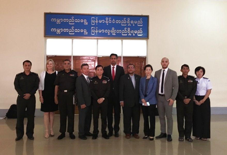BESØKTE MYANMAR: Abid Raja og en delegasjon av parlamentarikere fra mange land, besøkte Myanmar i fjor.