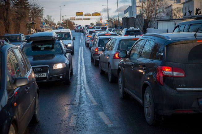FARLIGE UTSLIPP: Smestad-kvysset i Oslo er blant de stedene hvor biltrafikken sørger foir helsefarlige utslipp av NOX og svevestøv.