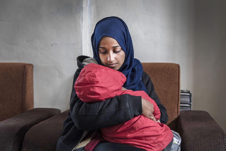 UNG MOR: Amerikanskfødte Hoda Muthana sluttet seg til IS, og skrev tekster som oppfordret andre til å gjøre det samme. Nå sier hun at hun ble hjernevasket og vil hjem til Alabama i USA.