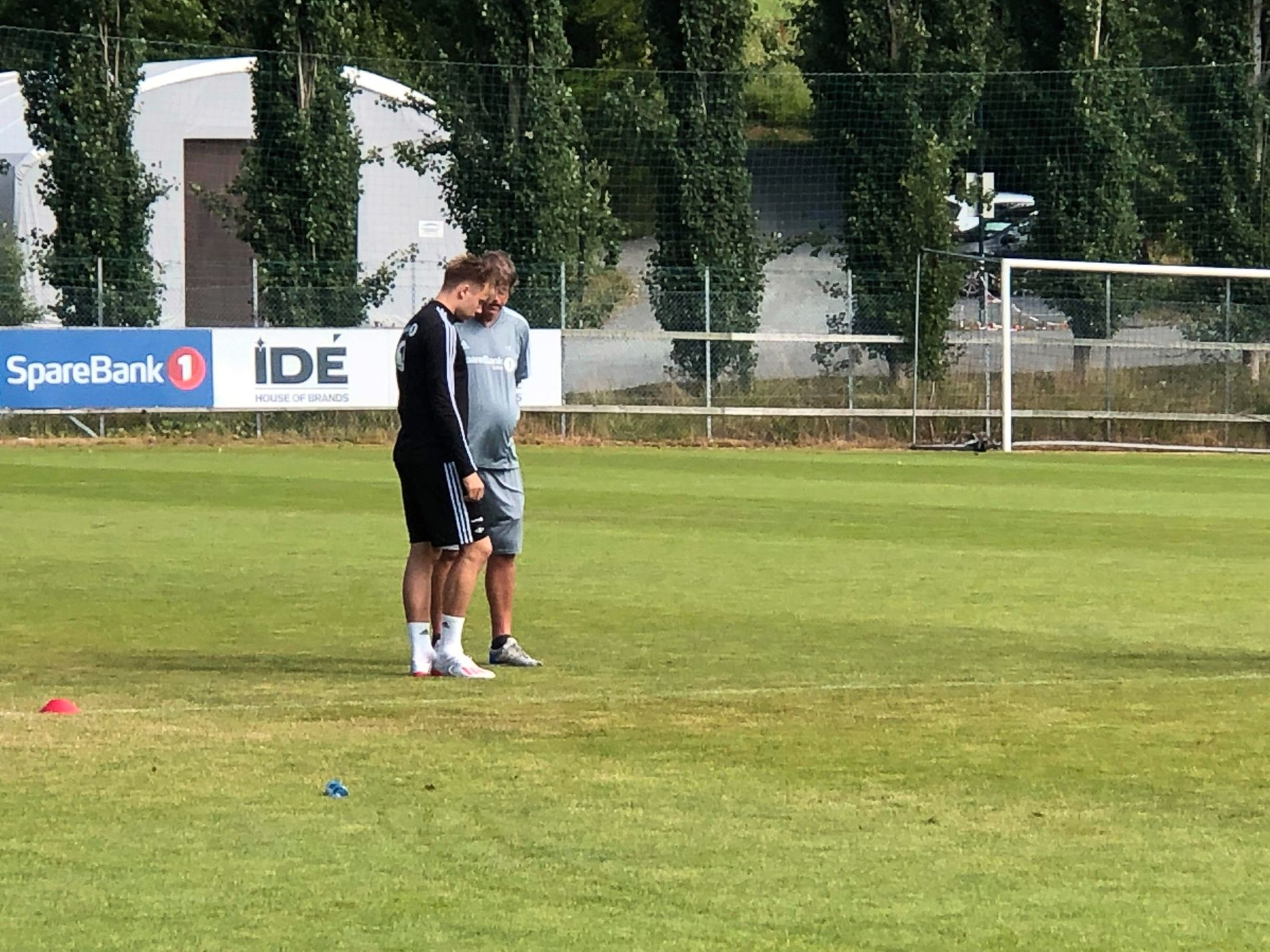 SMELL: Alexander Søderlund måtte se Rosenborgs trening fra sidelinjen.