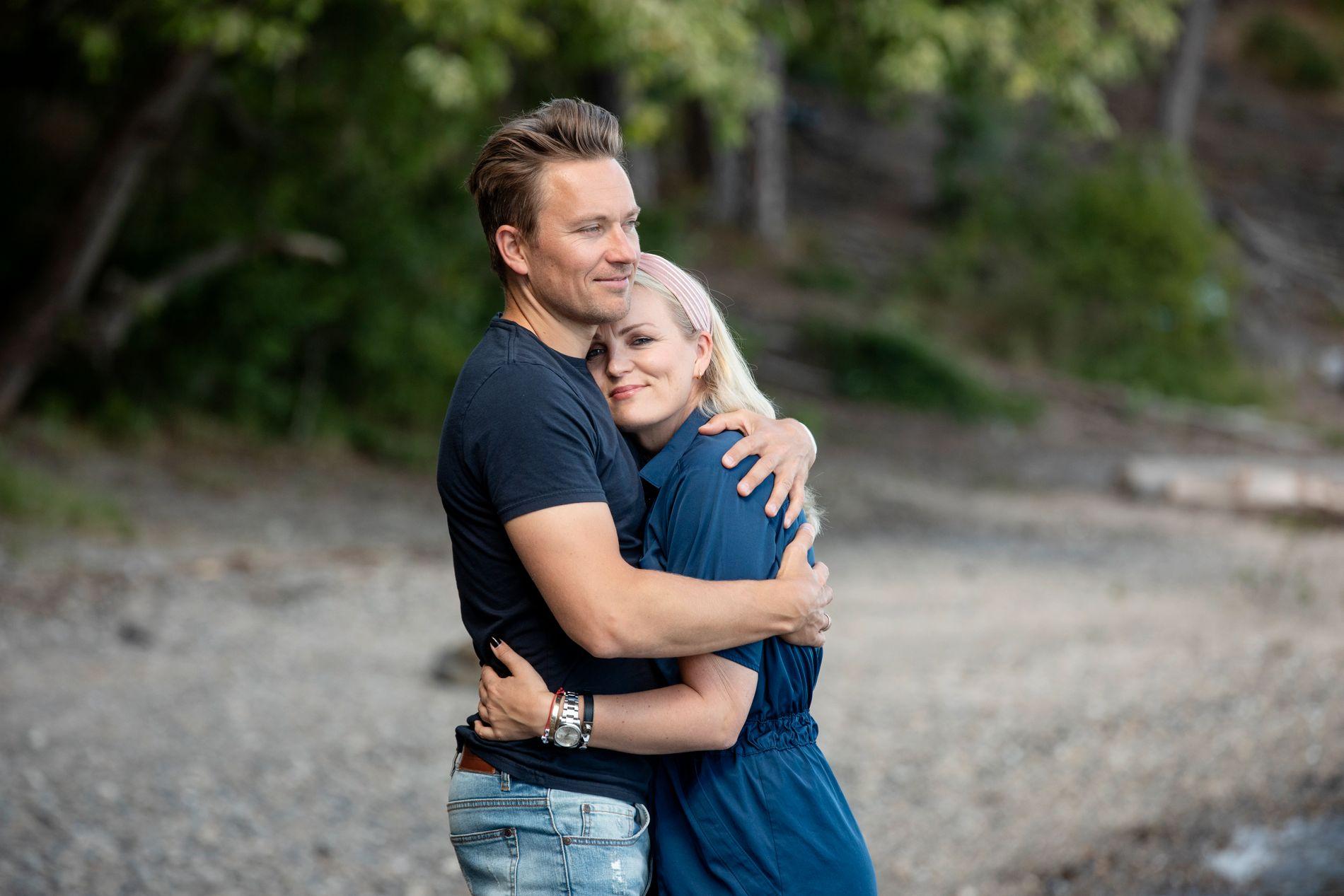 KJENDISPAR: Guro Fostervold Tvedten og ektemannen Håvard Tvedten under et intervju med VG i fjor.