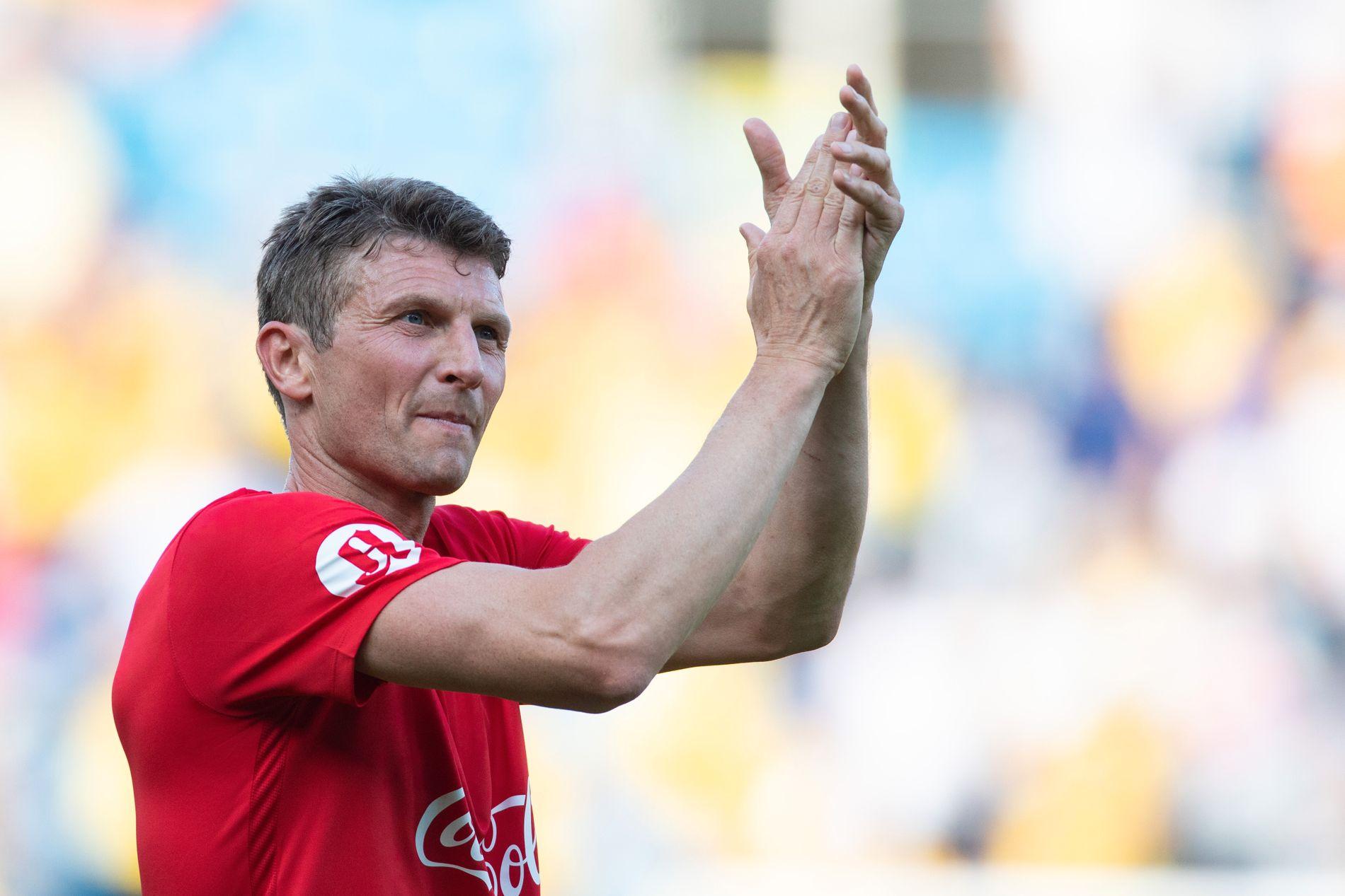 REKORDMANNEN, 20 ÅR ETTER: 9. juni var Tore André Flo tilbake i manesjen da han og store deler av spillerne fra «Mirakelet i Marseille» møttes til omkamp på Ullevaal.