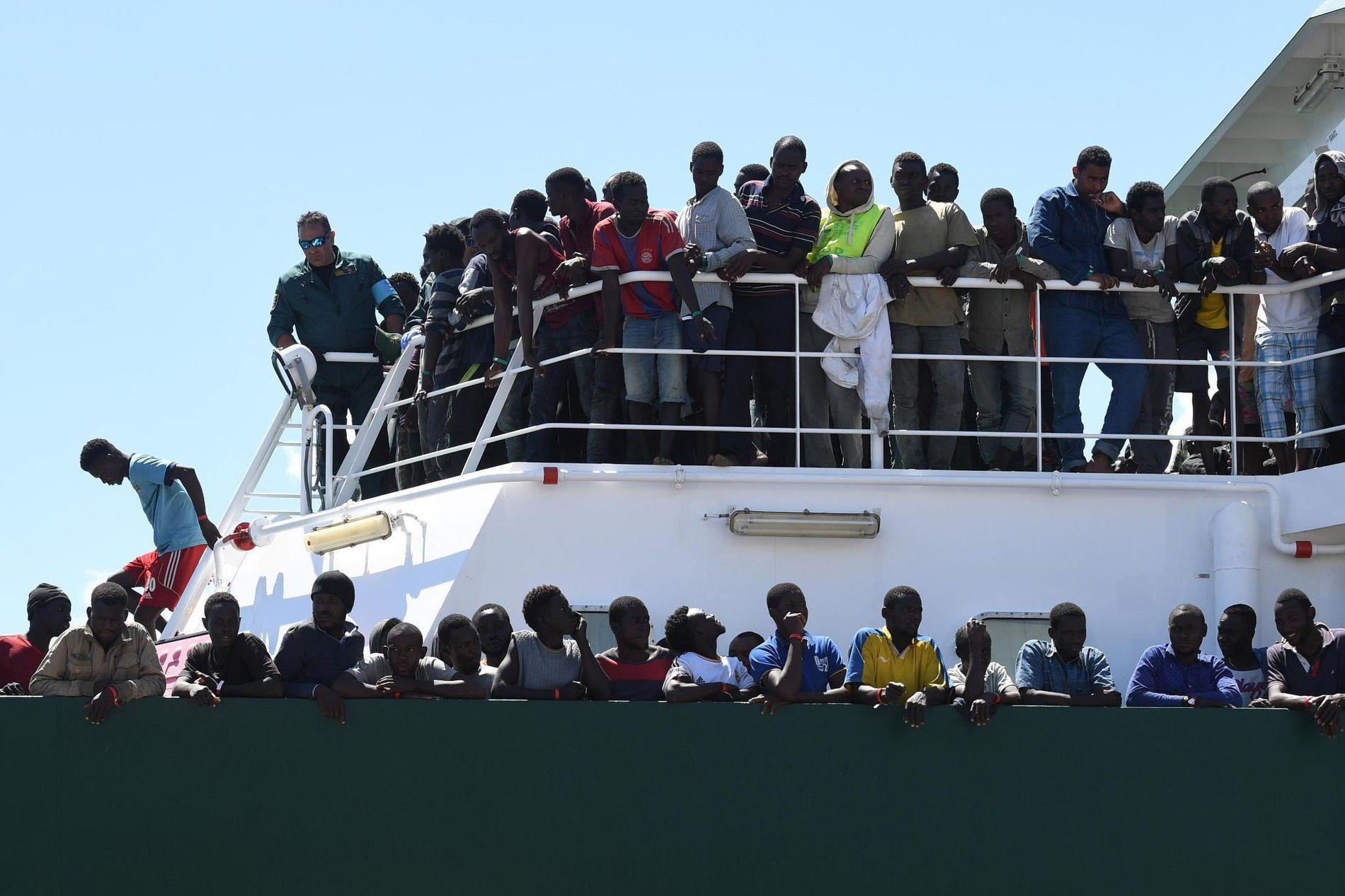 Italia har hittil i år tatt imot 83.000 flyktninger og migranter som har krysset Middelhavet, men ber nå andre EU-land om å bidra mer.