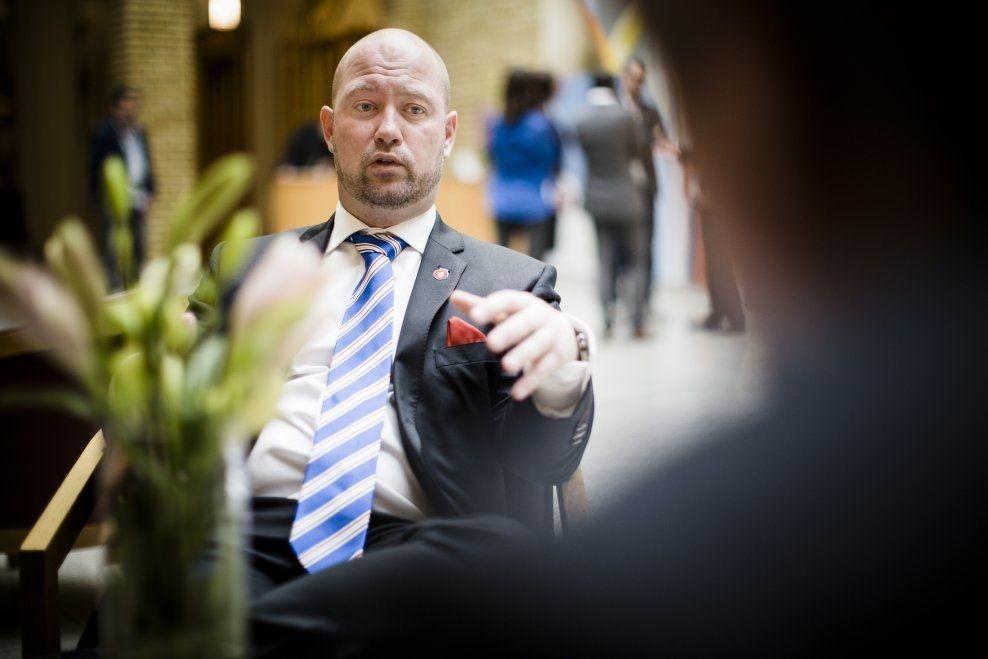 SIER NEI: Justisminister Anders Anundsen ønsker et fortsatt forbud mot hasj. - Alkohol er langt farligere rusmiddel enn hasj, både for den ekelte og for folkehelsen, skriver kronikkforfatterne. Foto: KRISTER SØRBØ.