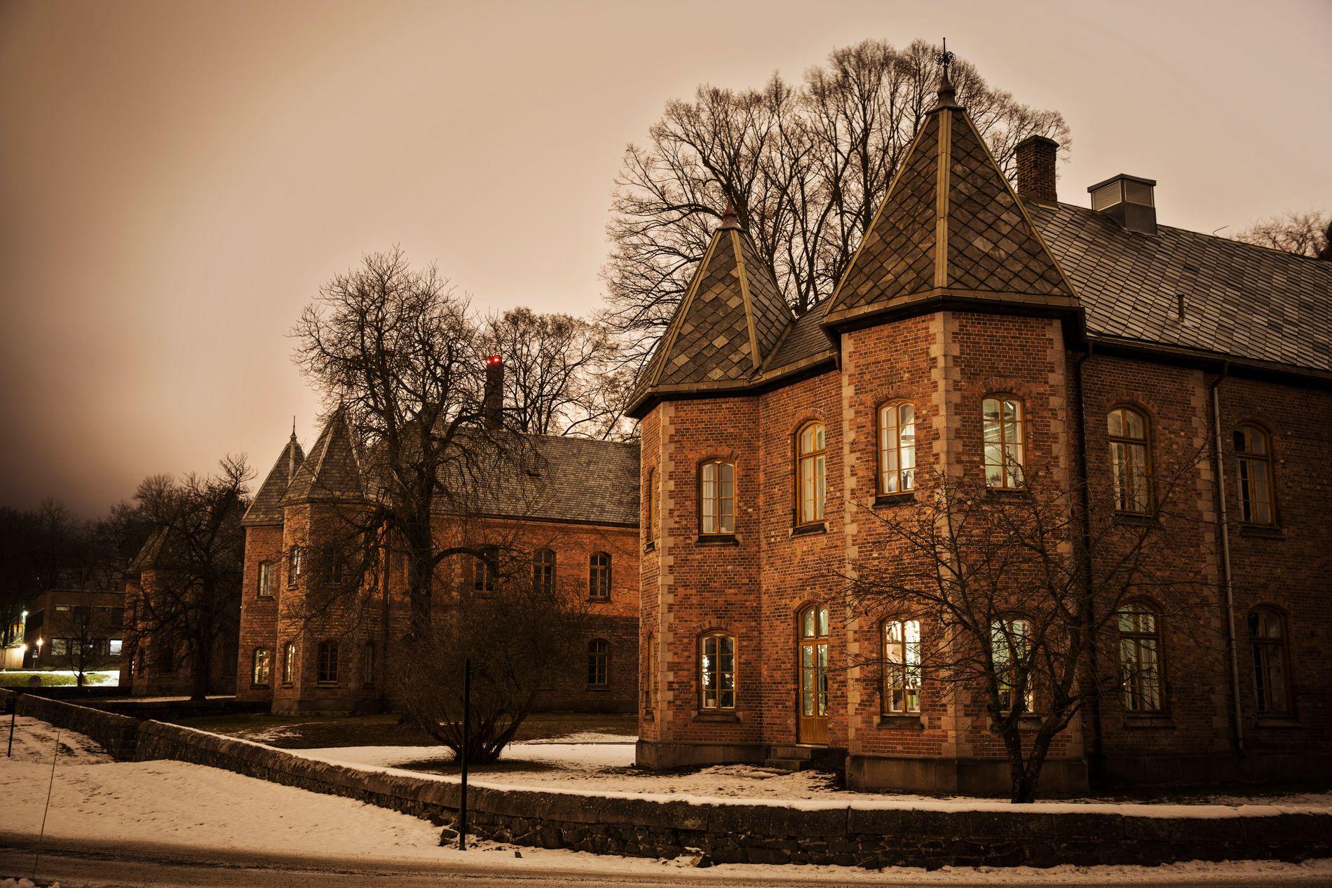 GRANSKET: Kvinnen har vært tvangsinnlagt i ti år, og har de siste to årene vært beltelagt store deler av døgnet ved lukket avdeling på Oslo universitetssykehus Gaustad.