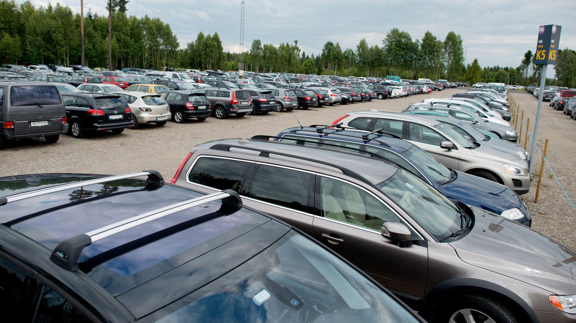 ULOVLIG?: Finansavisen skriver at så mange som 10.000 parkeringplasser ved Oslo Lufthavn Gardermoen kan være ulovlige.