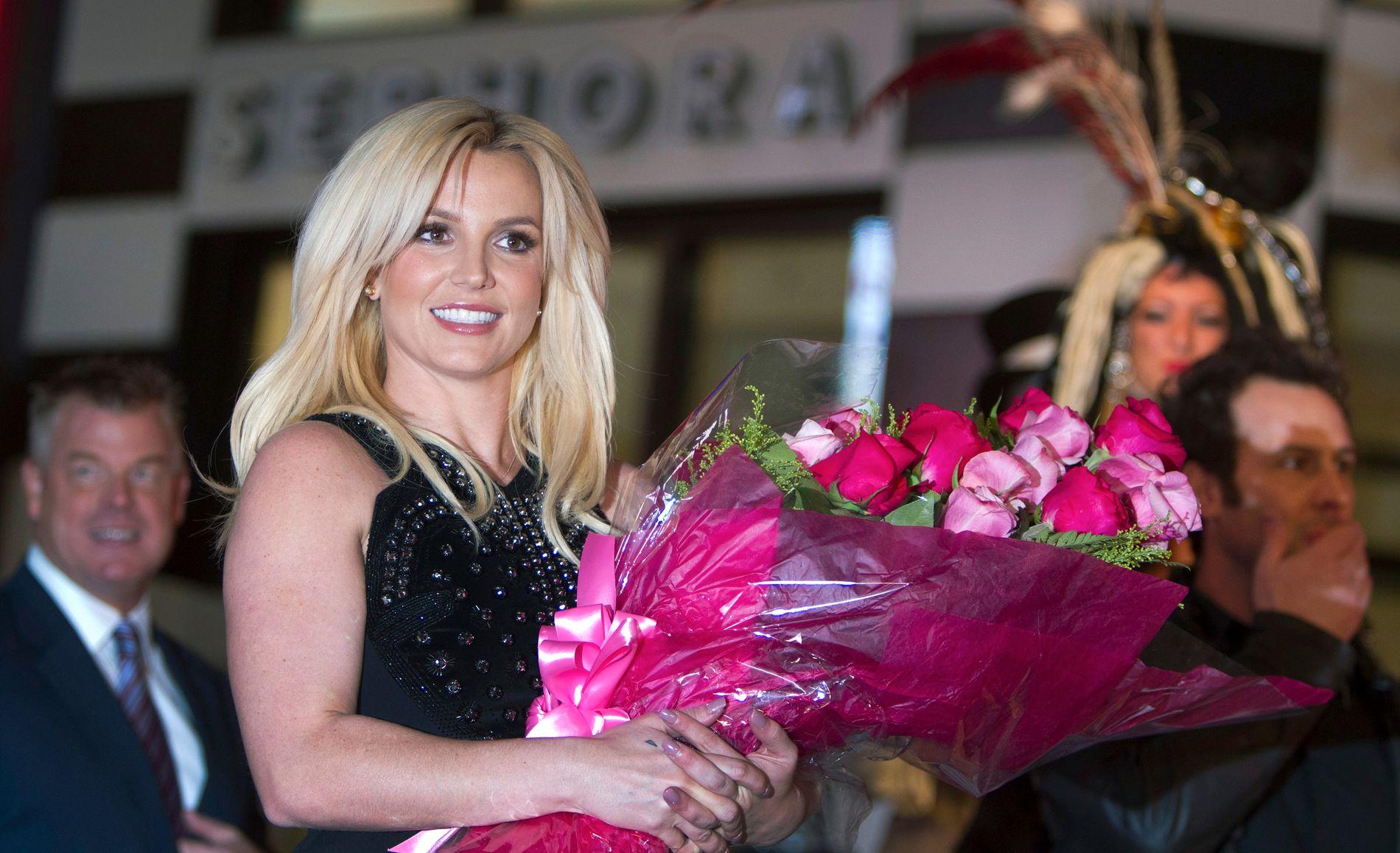 DESEMBER 2013: Britney Spears ankommer  Planet Hollywood Resort and Casino i Las Vegas rett før hun innleder sitt fire år lange engasjement i kasinobyen. Foto: REUTERS