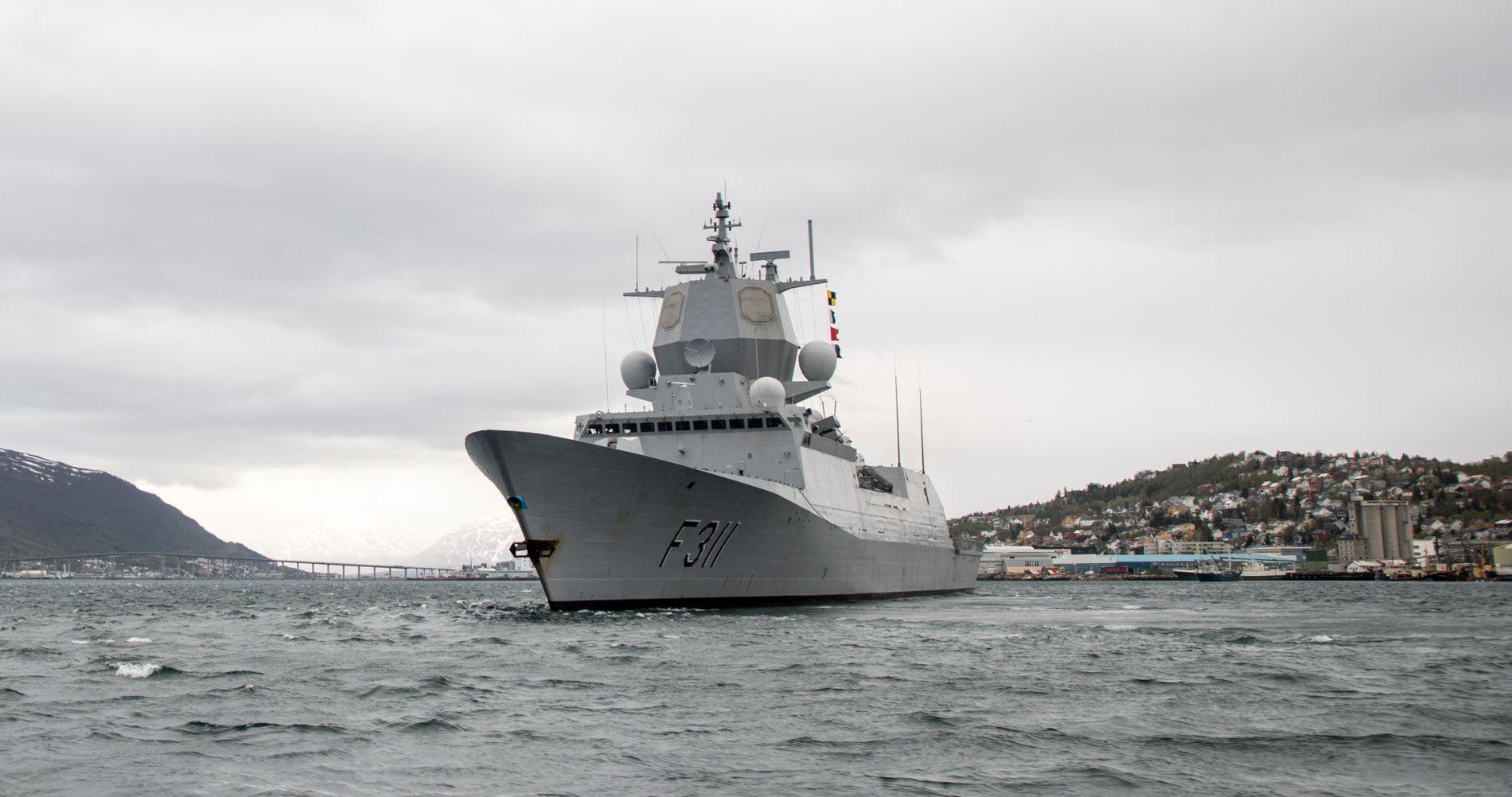 SKAL SEILE FOR TO: Fra denne uken seiler KNM «Roald Amundsen» – søsterskipet til havaristen KNM Helge Ingstad – med to besetninger, og planen er at den skal sørge for at antallet seilingsdøgn opprettholdes.