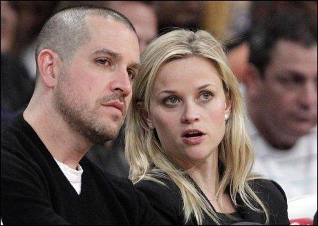 NÅ ER DE GIFT: Jim Toth (40) og Reese Witherspoon (35) sa ja til hverandre i går. Foto: AP