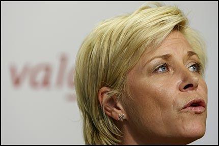 BEKLAGER: FrP-formann Siv Jensen beklager Charlotte Finnesands utspill om at handikappede barn ikke bør settes til verden. Foto: SCANPIX
