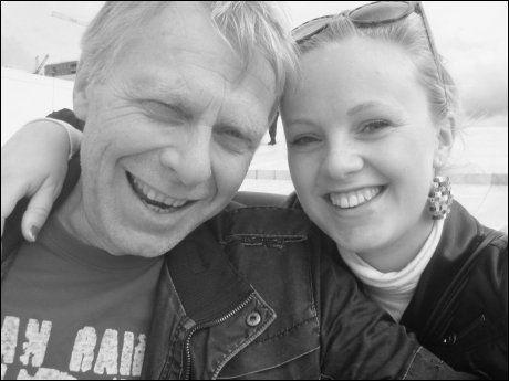 MED FAREN: Elisabeth Geisnes Langland og faren Odd Langland, som døde av akutt hjerneblødning for tre år siden. Foto: PRIVAT