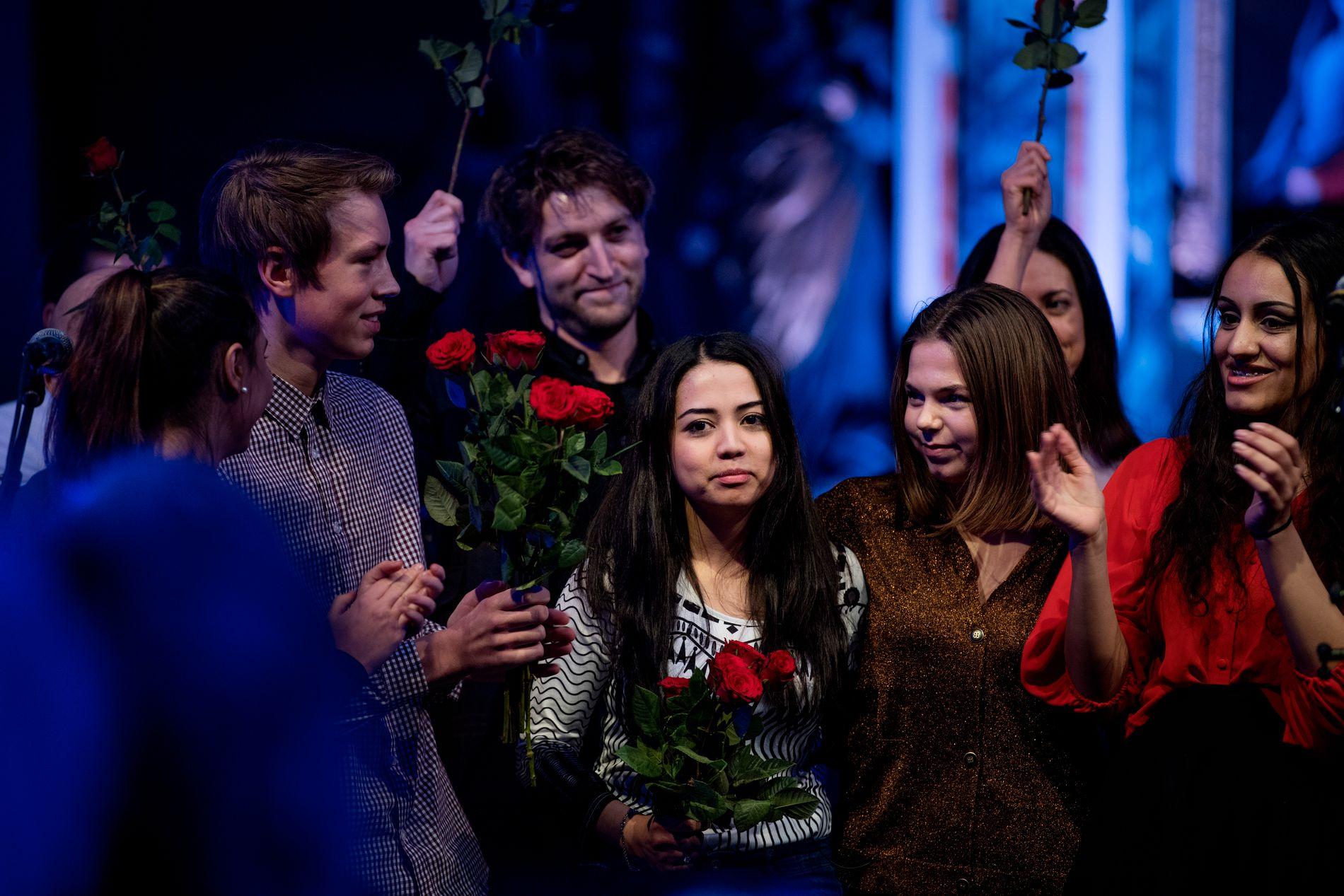 FÅR STØTTE: Lokalbefolkningen i Trondheim reagerer sterkt på at Abbasi-familien ble tvangsutsendt. Her er Taibeh (20) på scenen under en støttekonsert for familien i 2018.