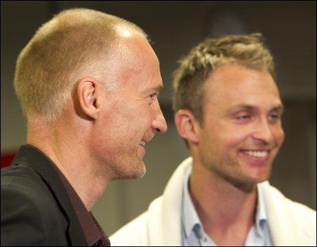 SENTRALE: Erik Thorstvedt ledet lanseringen fredag. Til høyre programleder Jon Hartvig Børrestad. Foto: Scanpix