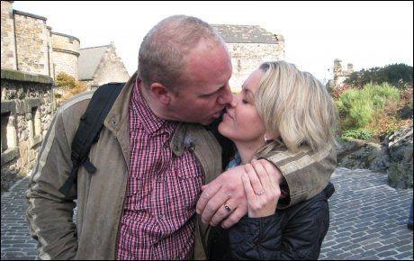 FALT PLADASK: Clas Kvisler og Ann-Marie Berge endte opp med å forlove seg på ferietur i Skottland etter deltakelsen i «Jakten på kjærligheten» Foto: TV 2