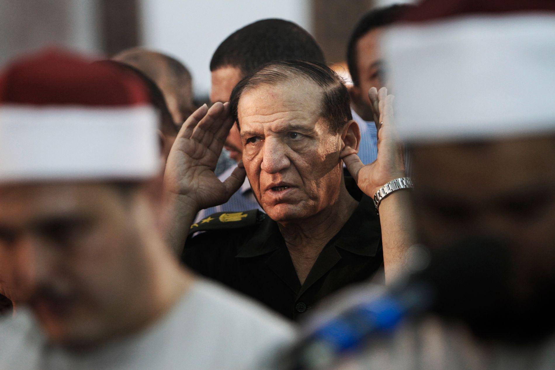 PRESIDENTENS HODEBRY: Profilerte Sami Anan kunne ha blitt en reell konkurrent til Egypts president Sisi. Bildet er fra 2012.