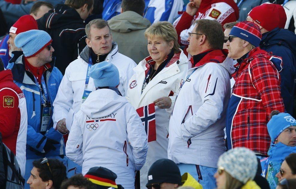SOTSJI-OL: Statsminister Erna Solberg sammen med skipresident Erik Røste (t.v.) under OL i Sotsji. Foto: NTB Scanpix