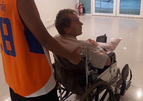 PLEIE: Werner Danielsen får tilsyn på sykehus i Bangkok.