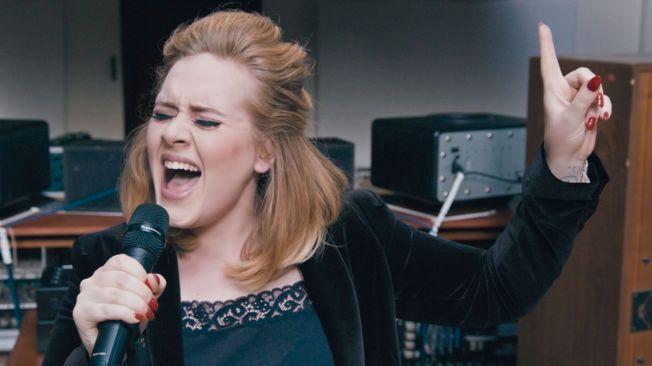 POPULÆR PÅ YOUTUBE: Adeles «Hello» har blitt sett over en milliard ganger på 87 dager.