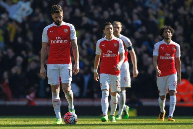 CUPDRØMMEN KNUST: Olivier Giroud, Mesut Özil, Per Mertesacker og Mohamed Elneny fortviler etter å ha sluppet inn åpningsmålet mot Watford.