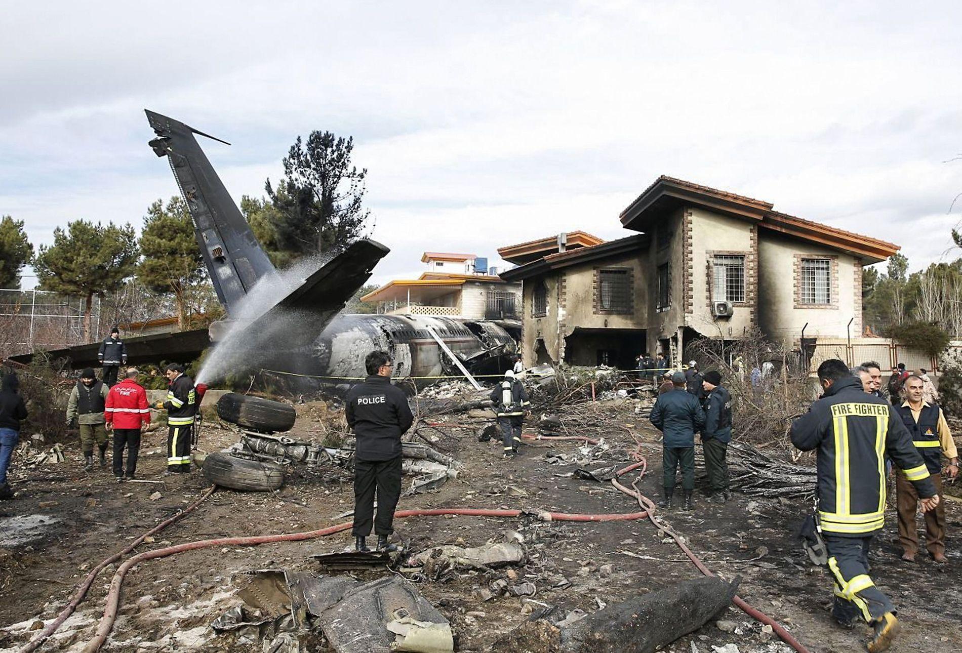TRAFF HUS:  Flyet av typen Boeing 707 krasjet da det var på vei til å lande i nærheten av den iranske byen Karaj - vest for Teheran.