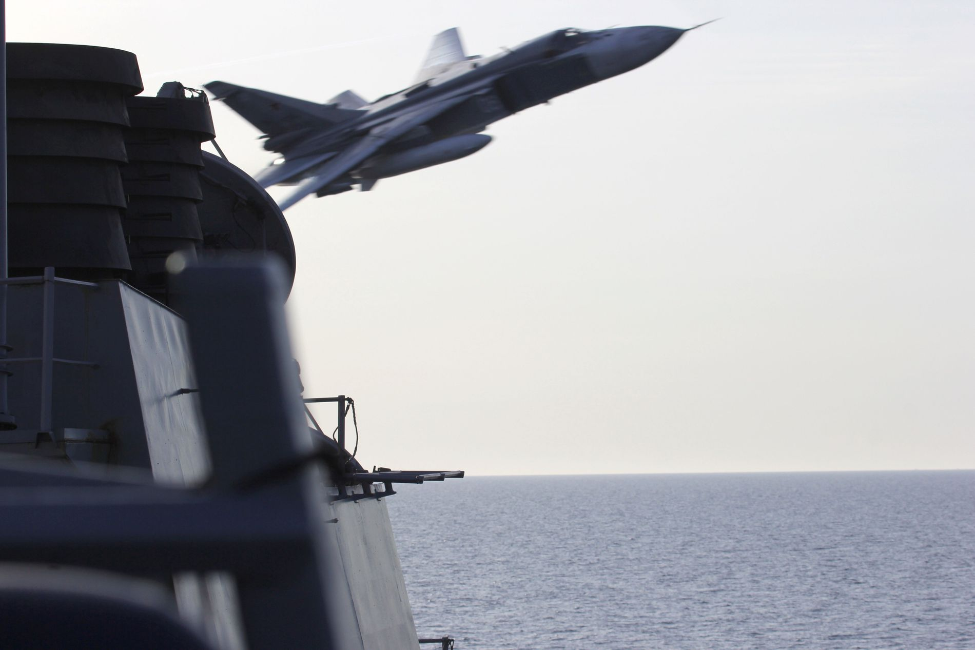 NÆRE PÅ: 12.april i fjor fikk den amerikanske  destroyeren USS Donald Cook nærkontakt med et russisk SU24 kampfly i internasjonalt farvann i Østersjøen, utenfor kysten av den russiske enklaven Kaliningrad.