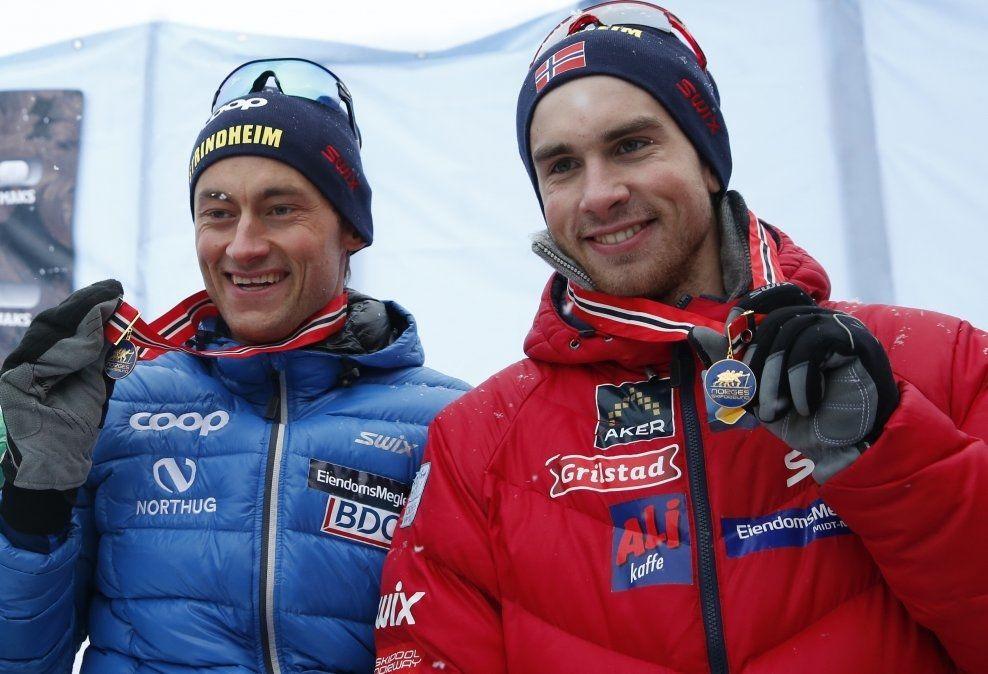 GULLBRØDRE: Strindheim-løperne Petter (t.v.) og Tomas Northug tok NM-gull på stafetten, i Lillehammer tidligere i år, sammen med John Kristian Dahl. Fredag går brødrene for et nytt gull på lagsprinten. Foto: NTB SCANPIX