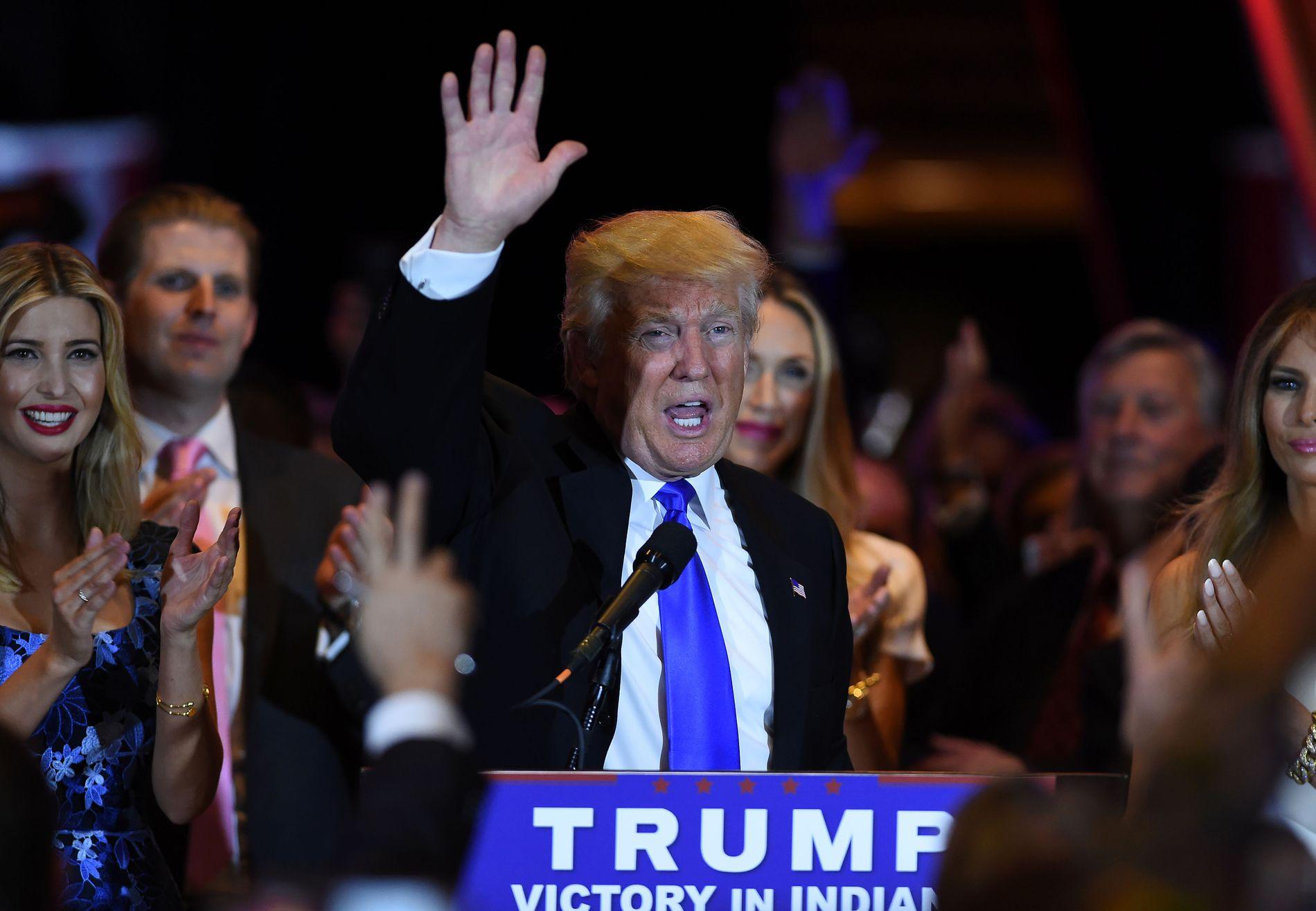 HAR HAN KRAFTEN MED SEG? Nå er det trolig kun demokratene som kan stoppe Donald Trumps marsj mot Det hvite hus. Her feirer han seieren i Indiana tidligere i uken.