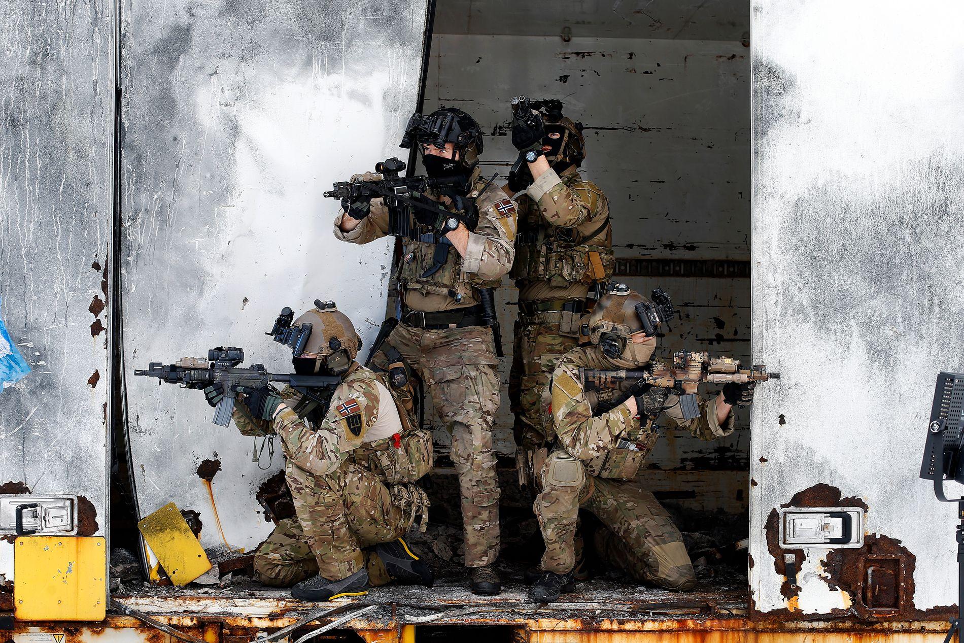 SA JA TIL SYRIA: I fjor sa Stortinget ja til å sende norske styrker til Syria. Dette er fra trening på Rena leir.