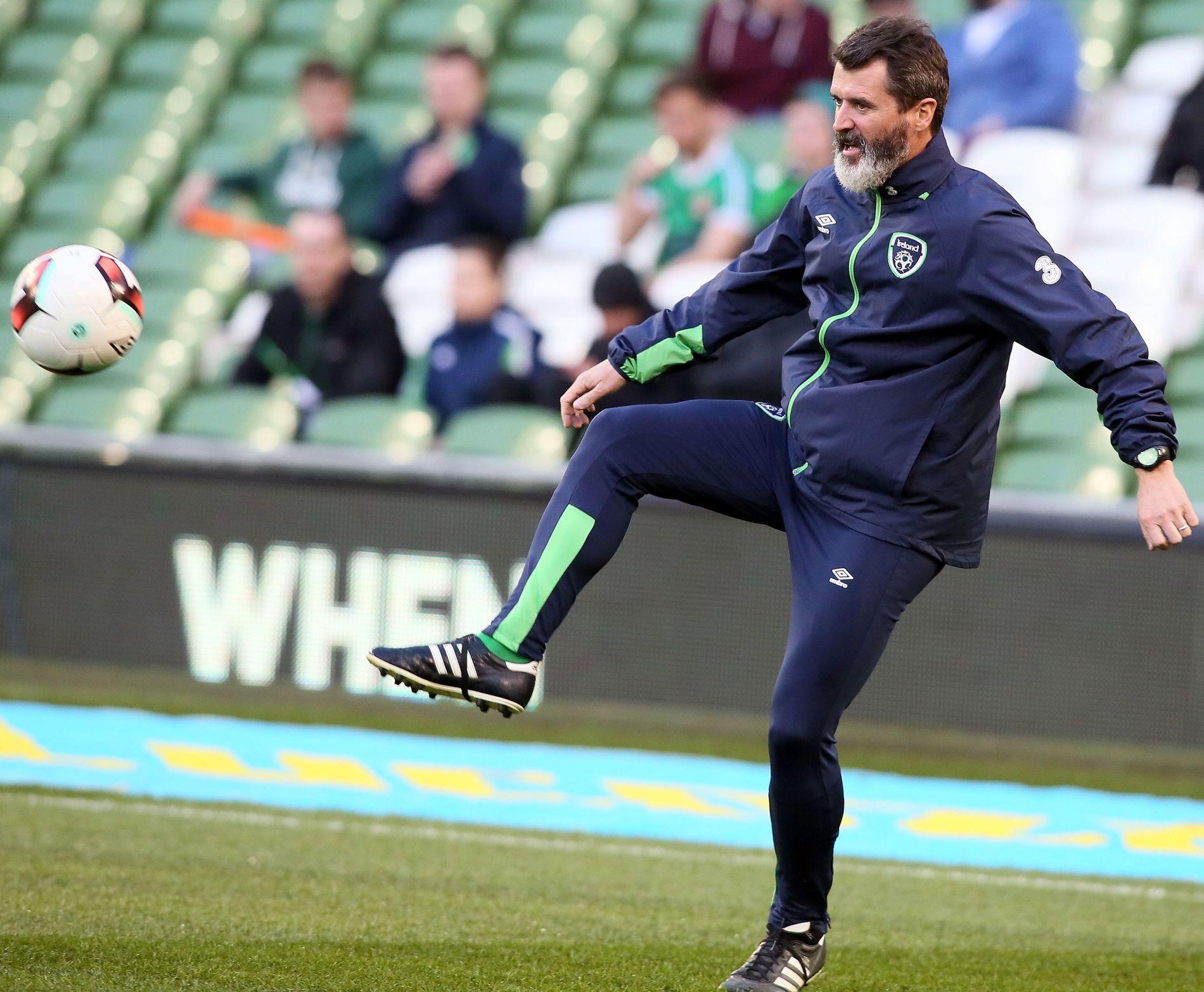 OMSTRIDT: Irlands assistentrener Roy Keane slutter ikke å underholde med sine meninger. Her er han avbildet i oppvarmingen til privatkampen Irland-Slovakia i vår.