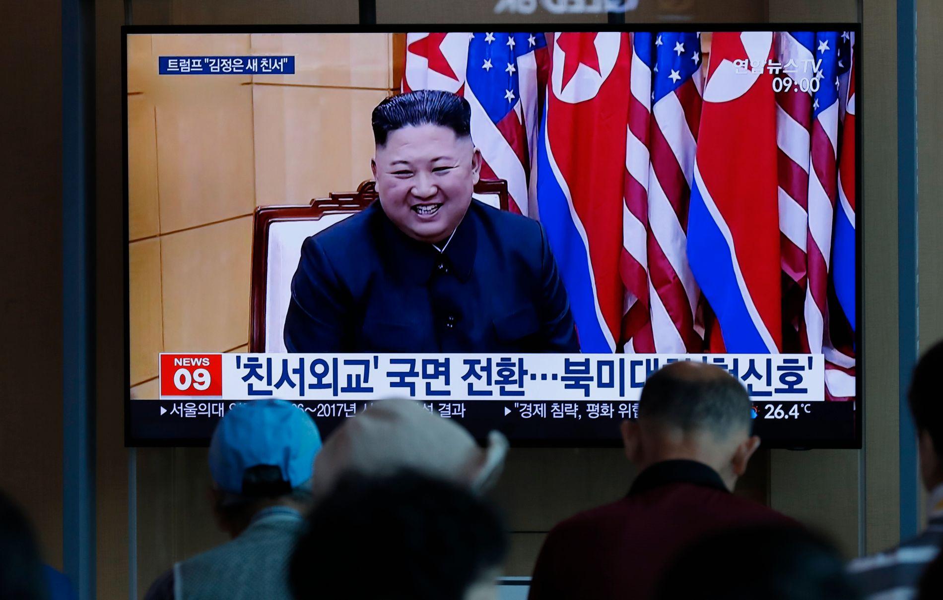FULGTE MED: Nord-Koreas leder Kim Jong-un skal ha overvåket testen av et nytt taktisk våpen lørdag.